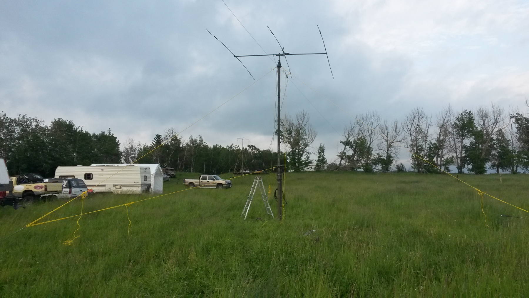 HF tri band beam with Off Center Dipole from VE6DDD